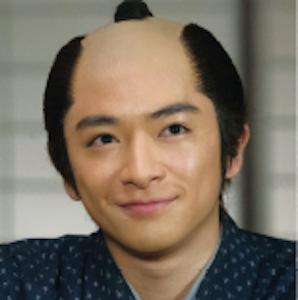知念侑李 / 役:鈴木 吉之丞