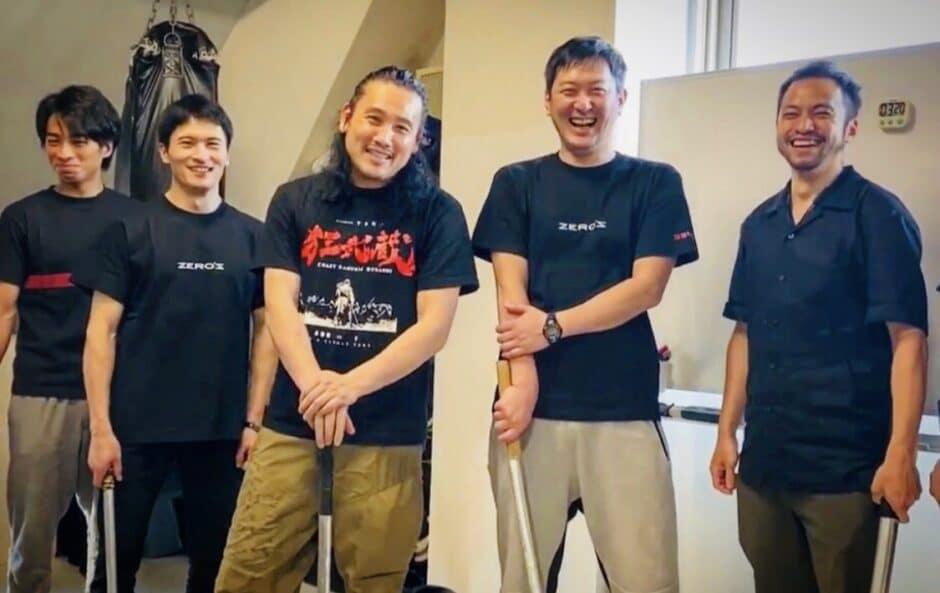 4狂武蔵_ZEROS_(左から3人目)坂口拓、(左から4人目)山中アラタ_2020