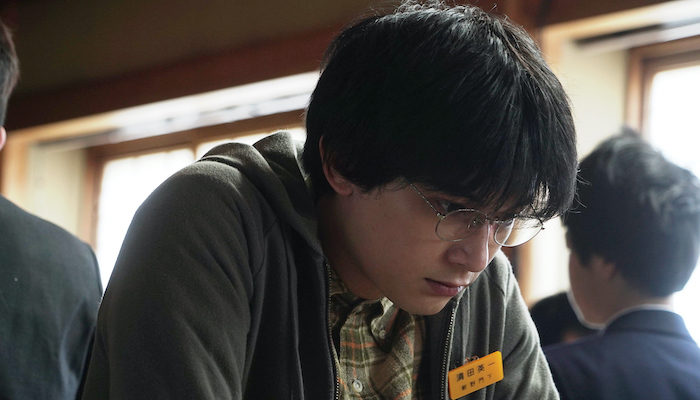『AWAKE』場面写真解禁!吉沢亮、メガネ姿で眼孔開く!自らこだわった撮影エピソードも公開!