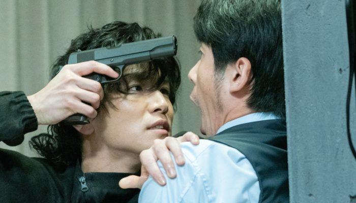 『名も無き世界のエンドロール』本編映像公開!岩田剛典が銃を片手に壁ドン!裏社会の交渉屋として相手を追い詰める