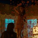 映画『ベル・エポックでもう一度』降りしきるバラの雨、妖艶なダンス!新進気鋭の女優、ドリア・ティリエにくぎづけ!本編映像解禁!